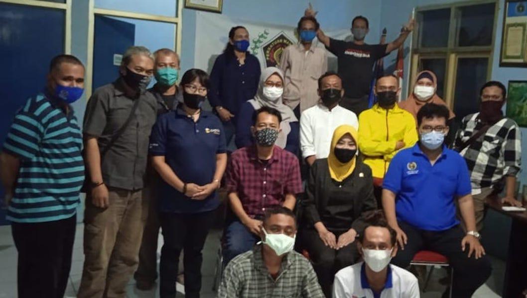 diiskusi-dan-bukber-dengan-anggota-dpr-ri-wenny-haryanto-di-kantor-pwi-depok-21050710024453.jpg