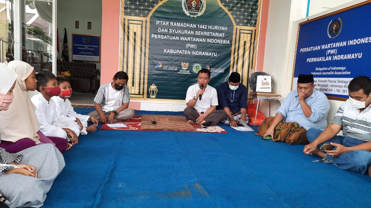kegiatan-iftar-ramadhan-1442-h-pwi-indramayu-berbagi-21050709514670.jpeg