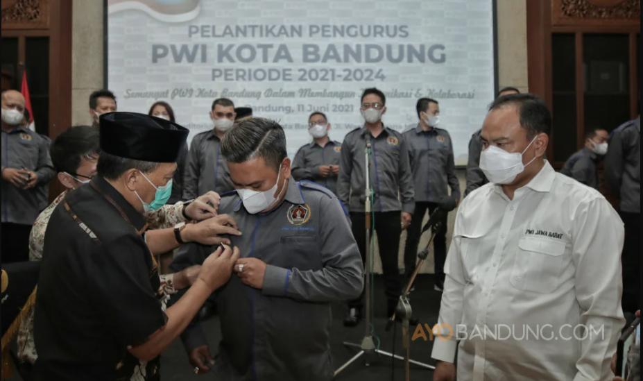 Hardiyansyah Kembali Dilantik Jadi Ketua PWI Kota Bandung Periode 2021—2024