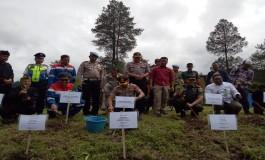 Hari Pers Nasional, PWI Garut Tanam Pohon dan Bagikan Buku Garuda