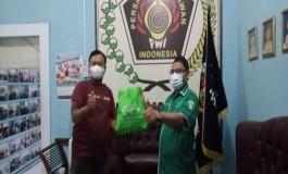 NU Care LAZISNU dan PWI Majalengka Tebar Puluhan Sembako Bagi Warga Isoman