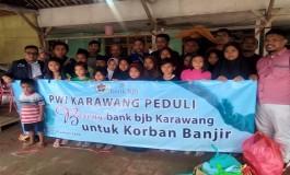 PWI Karawang-Bank Jabar Berikan Trauma Healing Anak-anak Korban Banjir