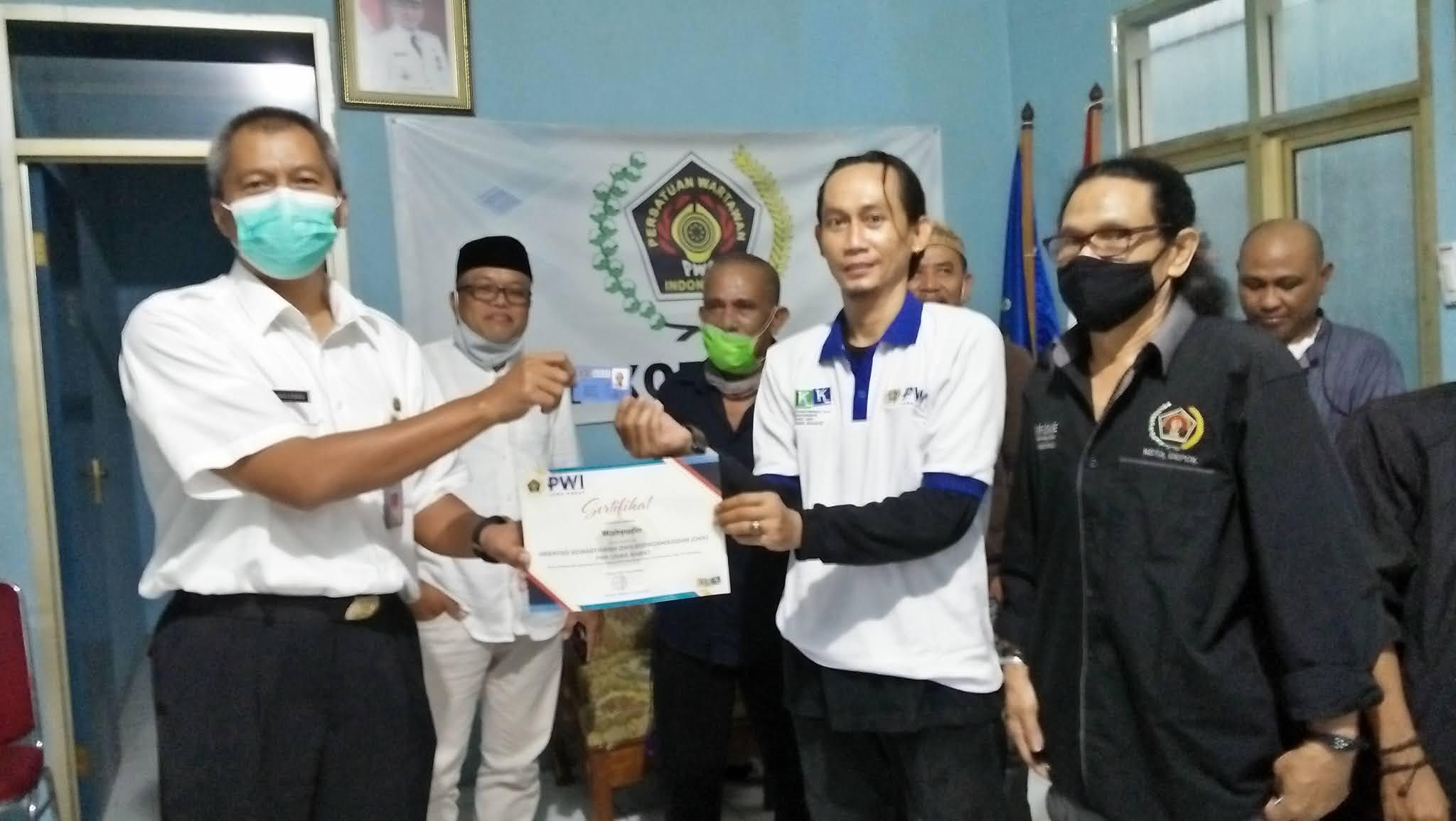 Setelah Lulus OKK, Tujuh Wartawan Resmi Jadi Anggota Baru PWI Depok